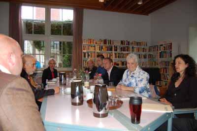 Johannes Kahrs zu Besuch im Job-Cafè Billstedt