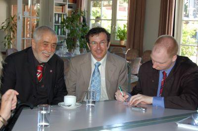 Mehmet Keskin, Bernd P. Holst und Matthias Ilgen im Job-Cafè Billstedt